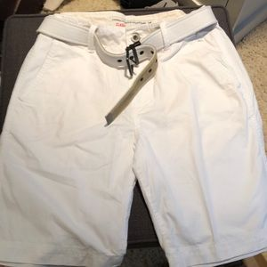 Men's white flat front shorts. New condition
